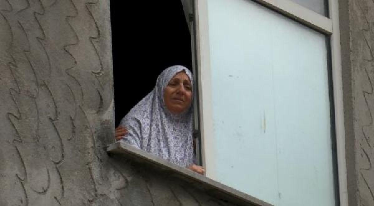 Ek fotoğraf //Bahçelievler'de balkondan bakan Suriyeli kız başına isabet eden kurşunla öldü -2
