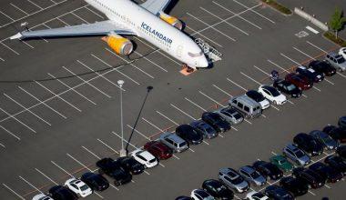 İzlanda'da pilotlar hostes olacak